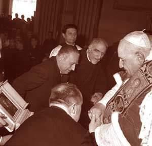 Comunione Pasquale dei lavoratori della nettezza urbana, presieduta da San Giovanni XXIII